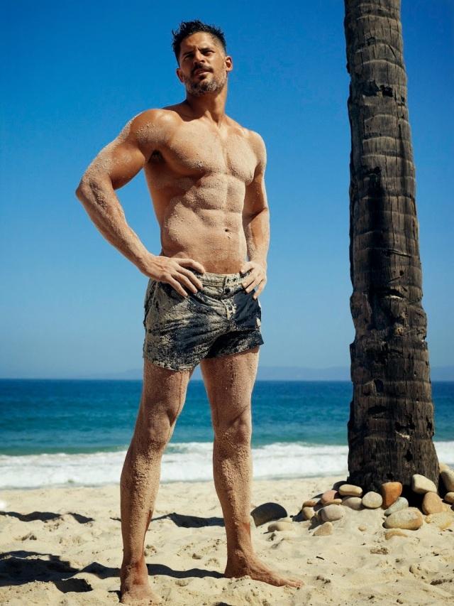 Joe-Manganiello-Shirtless-Beach-001