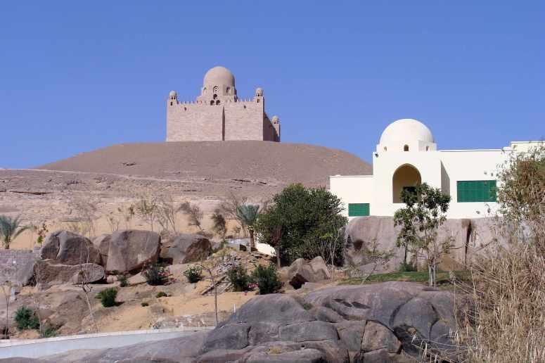 Assuan,_Aga_Khan_Mausoleum