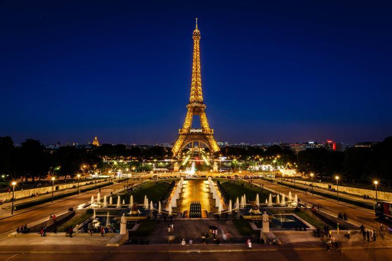 Eiffel-Tower-in-Paris-France2