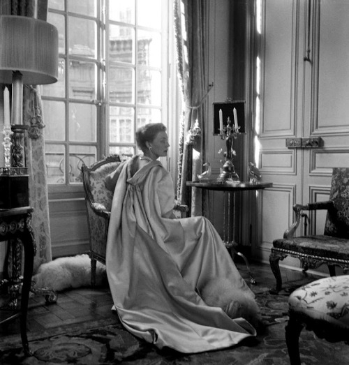 Balenciaga Countess Mona von Bismarck - Cecil Beaton Paris 2