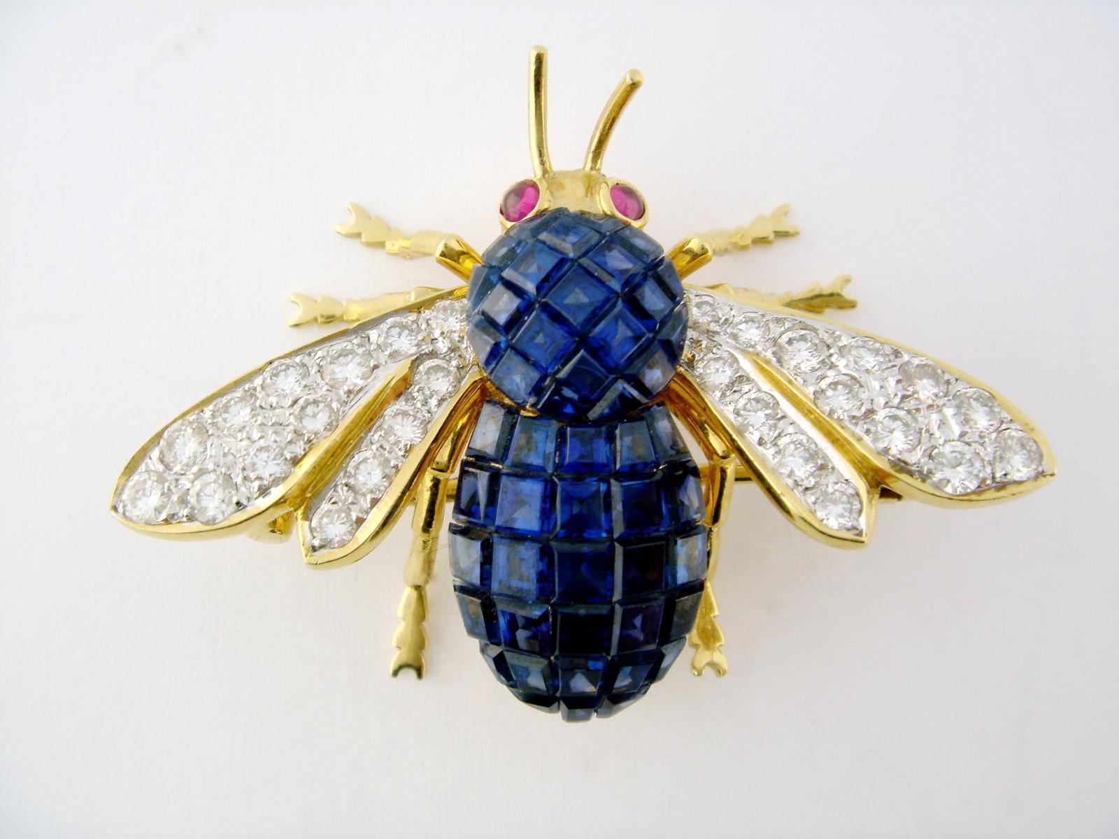 Van Cleef Arpels Gold Platinum Sapphire Ruby Bee Mystery Set brooch Yakymour