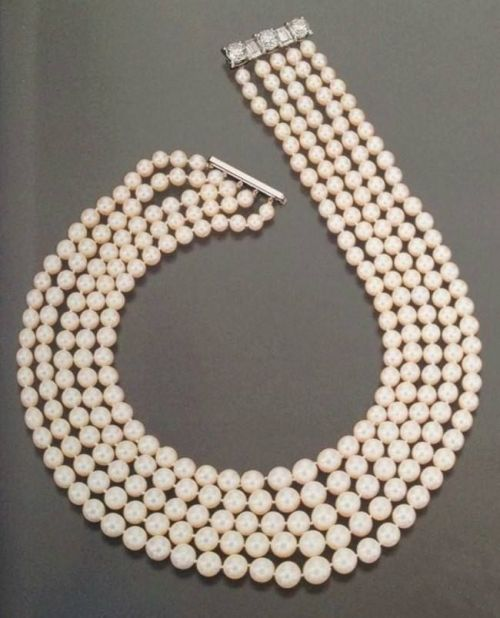 Begum Om Habibeh Aga Khan Yvette Labrousse neckless pearl