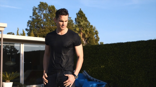 Mens_Fitness-January_February_2016-Matt_Bomer-BTS-22
