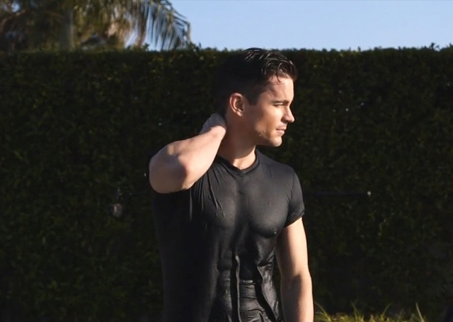 Mens_Fitness-January_February_2016-Matt_Bomer-BTS-24