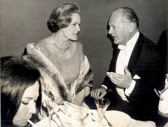 Her Highness The Begum Aga Khan III and actor Curd Jürgens at the Munich Opera in 1963.