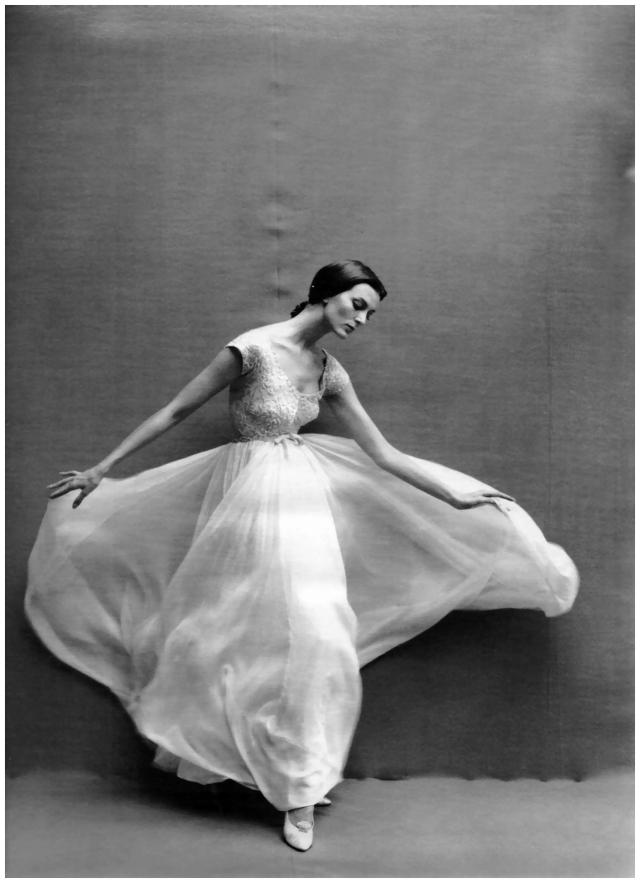 carmen-dell_orefice-by-richard-avedon-1957