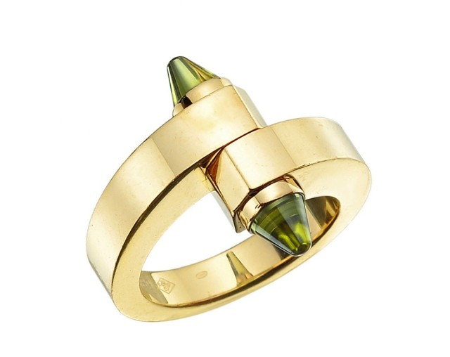 cartier-18k-gold-peridot-menotte-ring