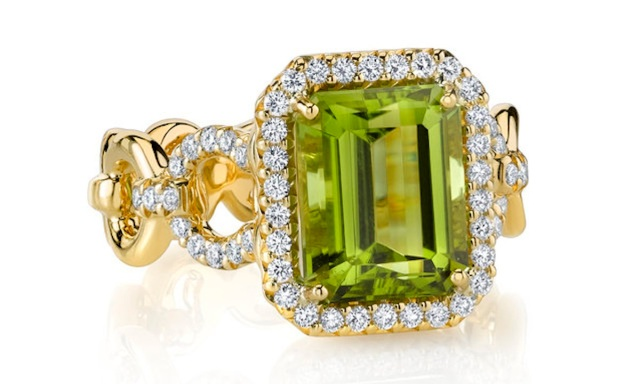peridot-engagement-rings
