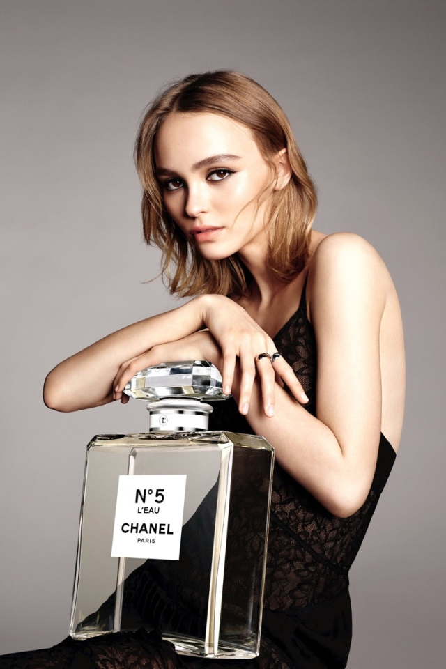 lily-rose-depp-chanel-leau-no-5