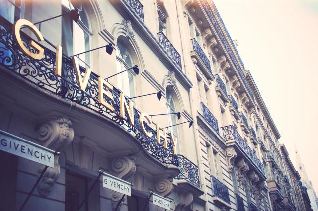 1200px-Givenchy_Maison