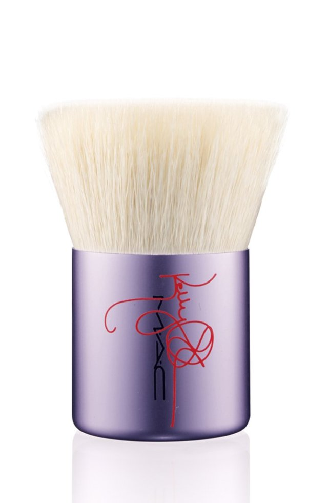 Kelly-Osbourne-Flat-Buffer-Brush-92