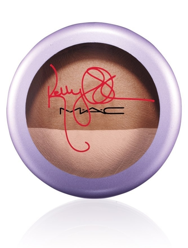 Kelly-Osbourne-Mineralize-SkinFinish-Jolly-Good-51