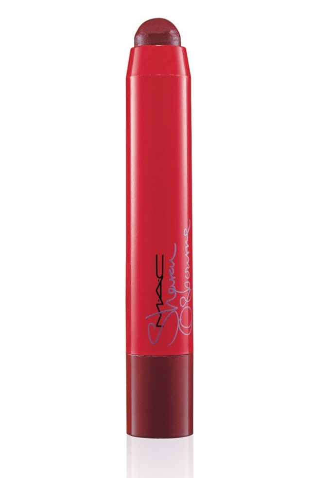Sharon-Osbourne-Lip-Pencil-Ruby-39