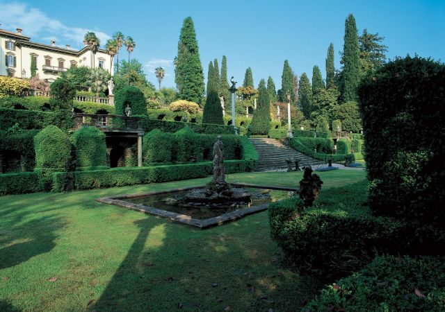 Isola Madre garden that has a great view on the famous Lago Maggiore 2.jpg