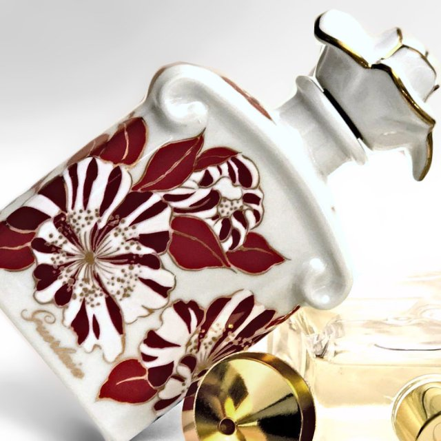 Guerlain Fall Flowers Porcelain Edition 2017 bottle2.jpg