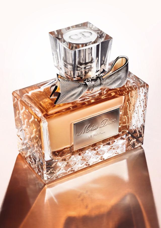 Miss-Dior-Le-Parfum-moodpackshot-2