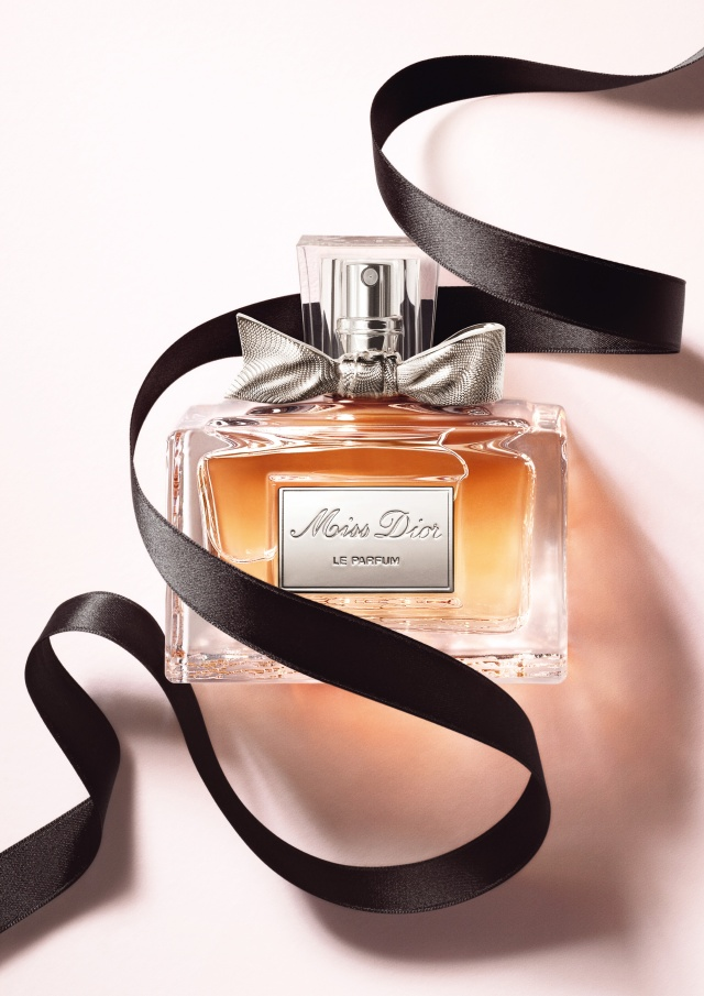 Miss-Dior-Le-Parfum-moodpackshot-