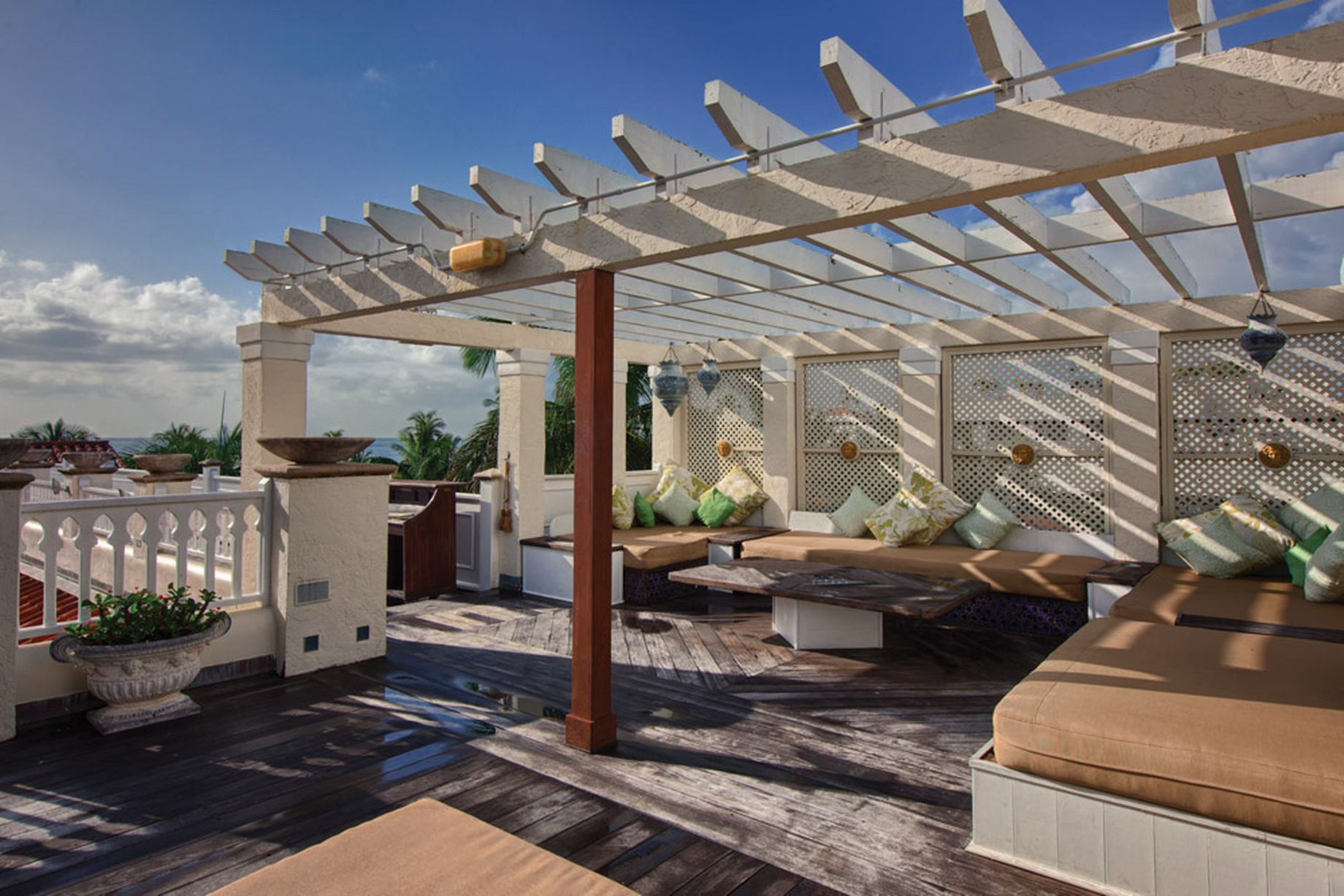 Gianni-Versace-Casa-Casuarina-Daytime-View-from-the-Rooftop-Terrace-Seats