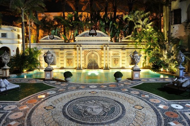 Gianni-Versace-Casa-Casuarina-Evening-Million-Mosaic-Pool