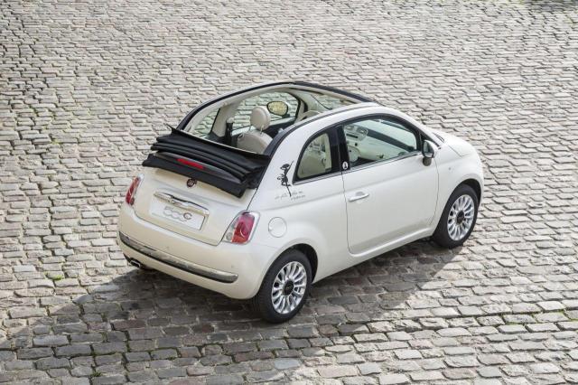 La Petite Robe Noire drives a Fiat 500 CAR-VIEW