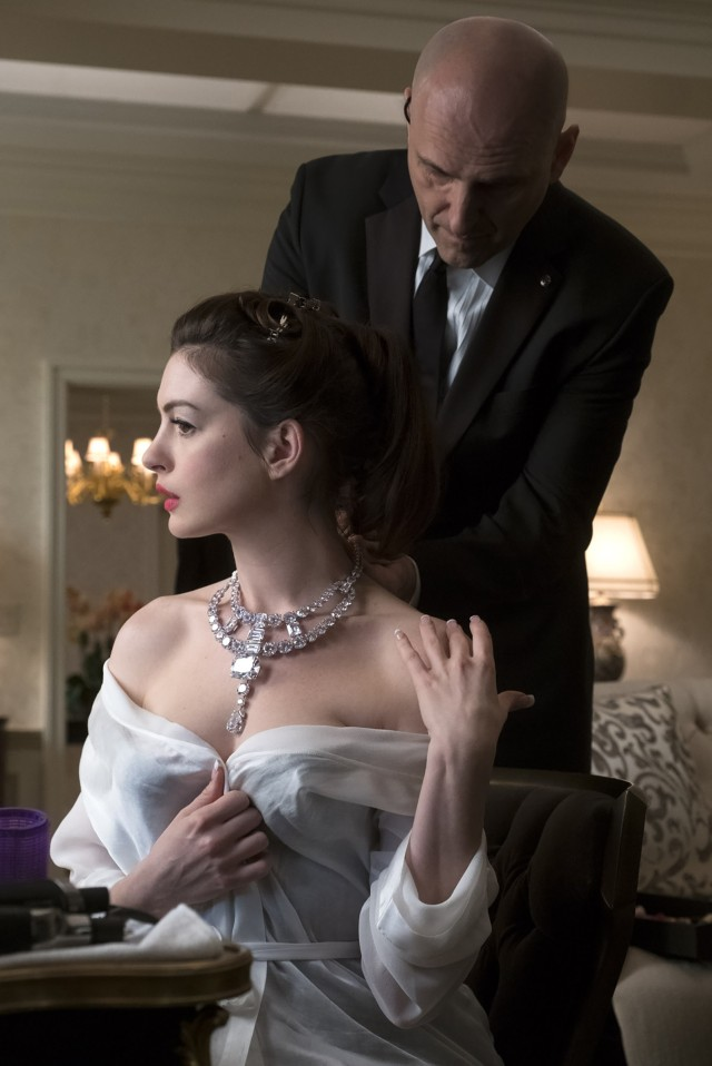 Anne Hathaway as Daphne Kluger wears the necklace, created by Cartier, in a scene from the film 'Ocean's 8'. Photo Warner Bros. Pictures