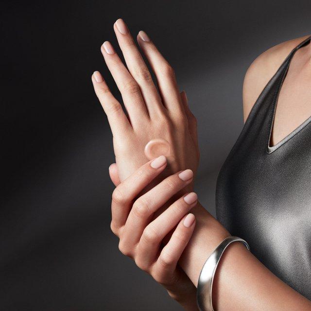 La-Mer-The-Rejuvenating-Hand-Serum-Banner-O3