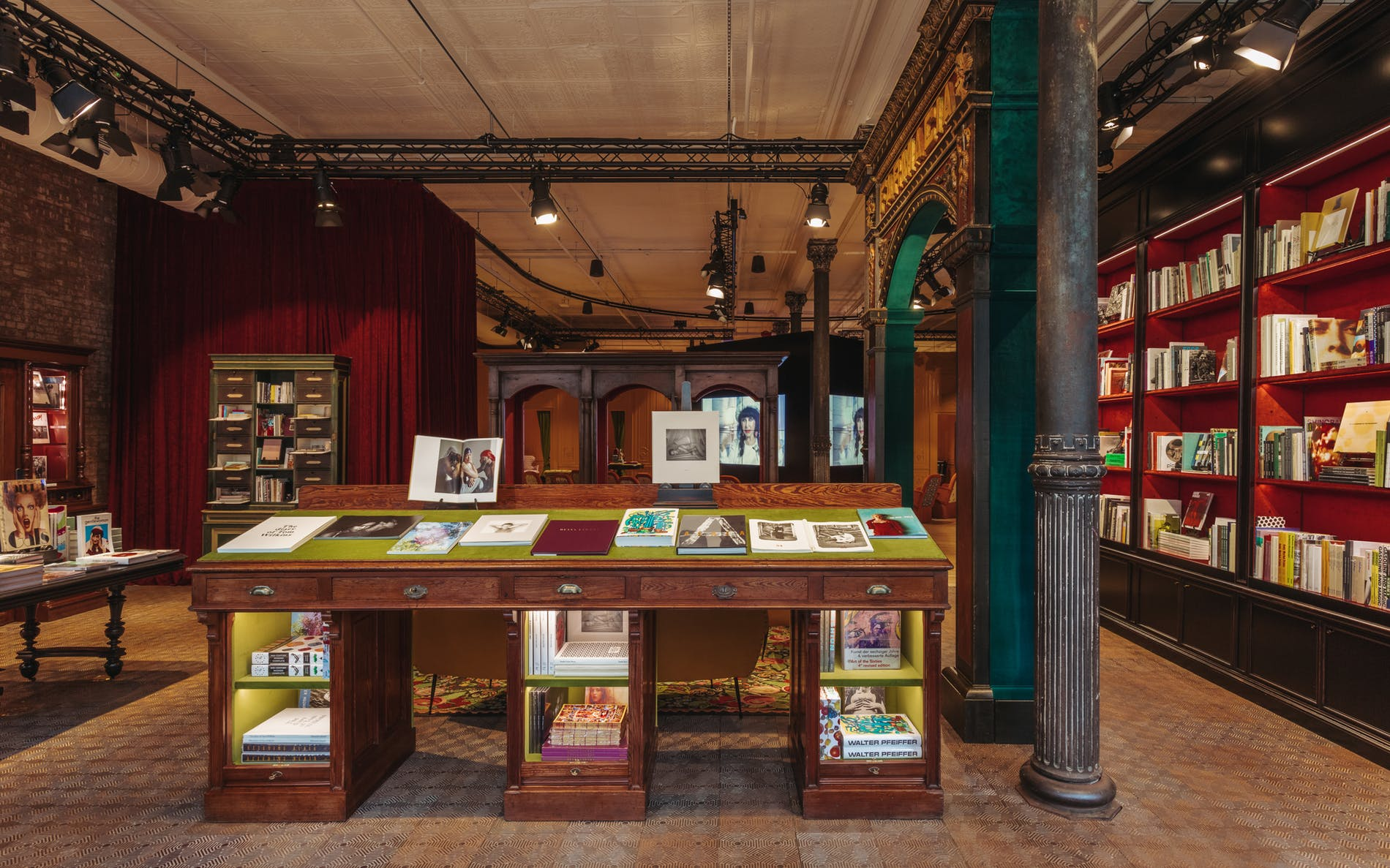 Gucci-Wooster-Bookstore-New-York-04
