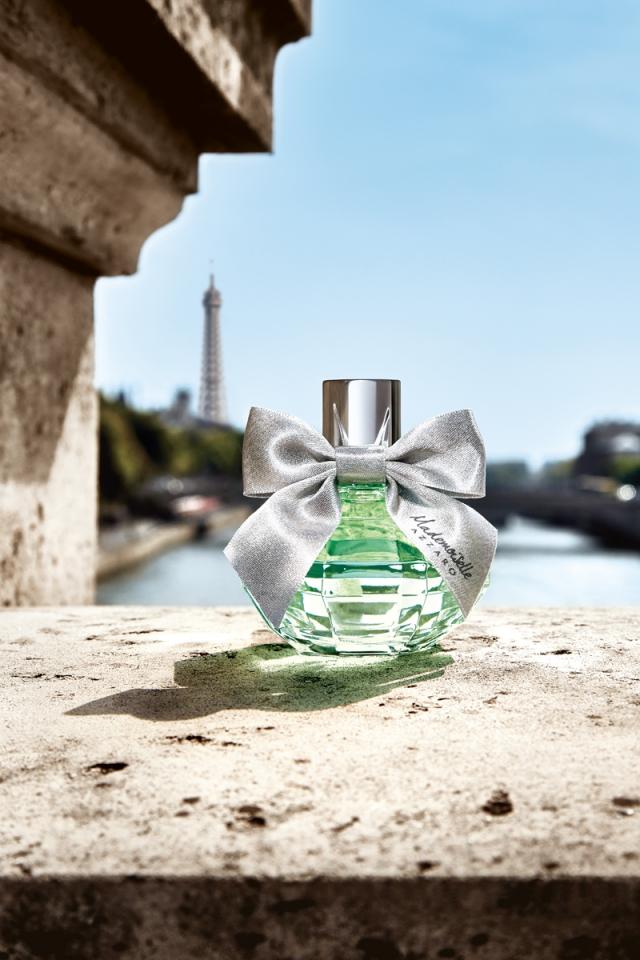 mademoiselle-azzaro-l'eau-très-florale-flacon