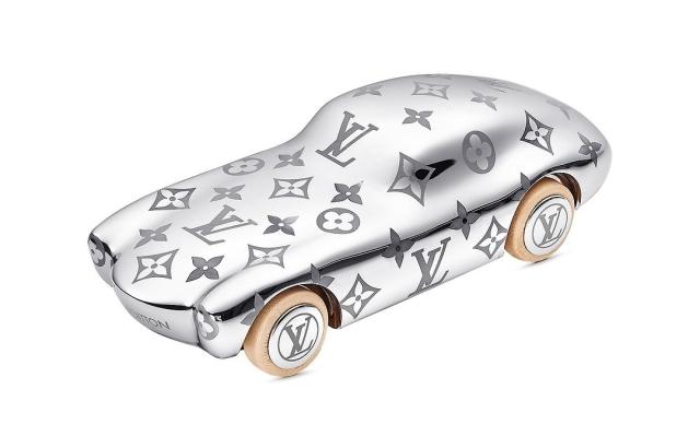 louis-vuitton-voguez-volez-voyagez-paperweight-monogram-metal-gifts--GI0304_PM2_Frontview