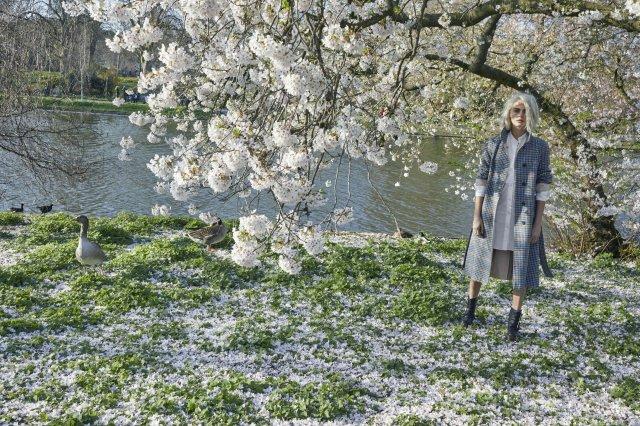 Burberry-Her-Blossom-Cara-Delevingne-by-Juergen-Tellerwho.jpg