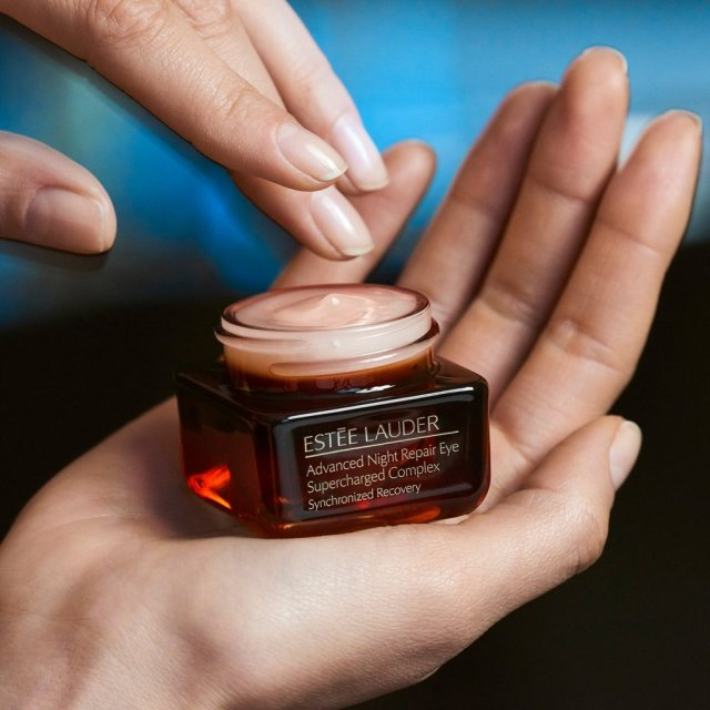 Estée-Lauder-Advanced-Night-Repair-Eye-Supercharged-Complex-Synchronized-Recovery-Visual-03.jpg