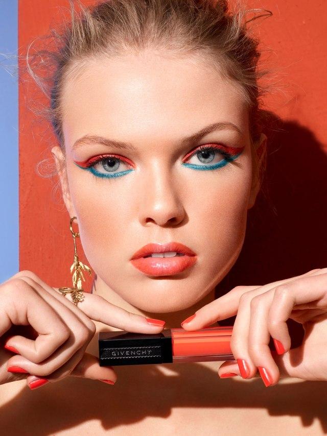 Givenchy-Solar-Pulse-Gloss-Interdit-Vinyl-Banner.jpg
