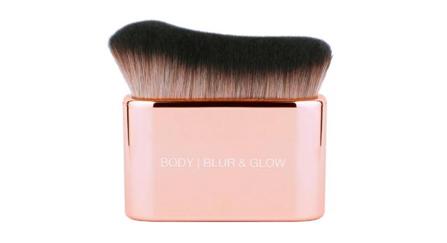 Huda-Beauty-Body-Blur-And-Glow-Brush.png