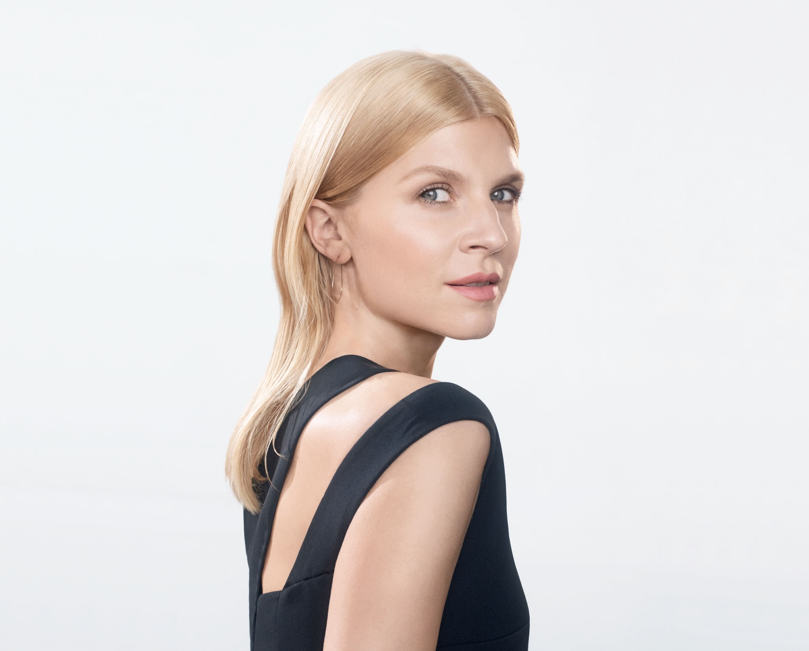 Shiseido-Benefiance-Wrinkle-Smoothing-Collection-Clémence-Poésy.jpg