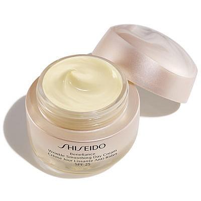 Shiseido-Benefiance-Wrinkle-Smoothing-Day-Cream-SPF25-Open-400x400