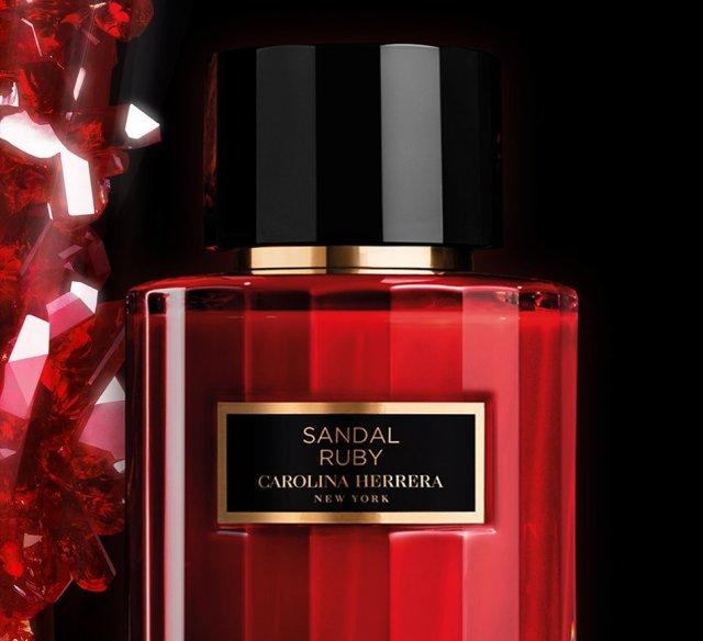 Carolina-Herrera-Sandal-Ruby-Perfume-Flacon-Detail.jpg