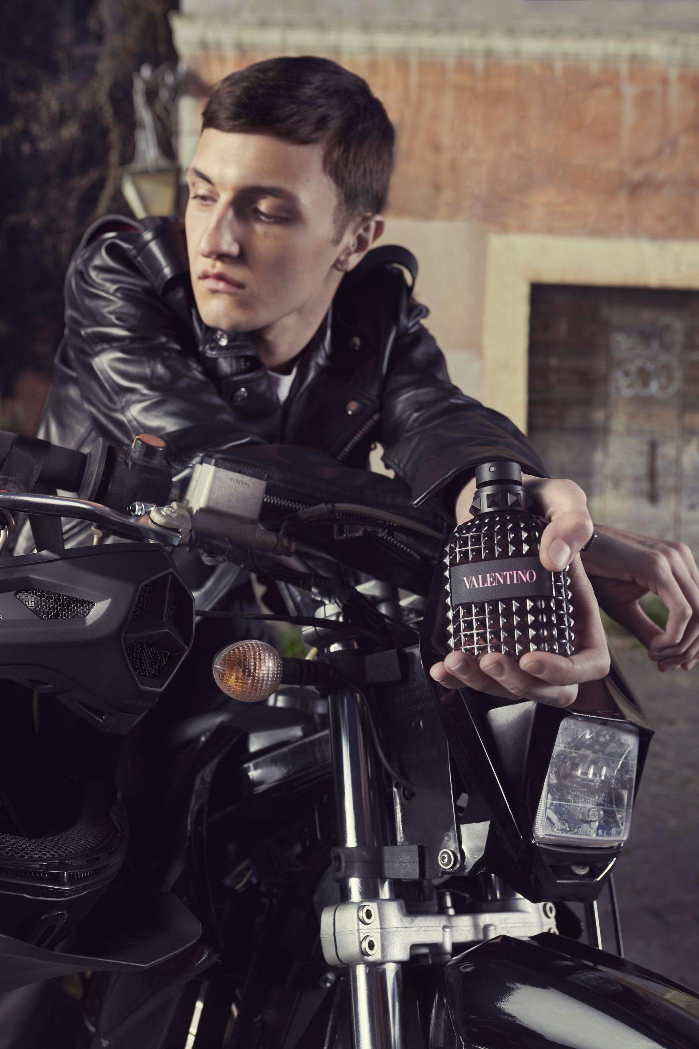 Valentino-Born-In-Roma-Uomo-Anwar-Hadid-02.jpg
