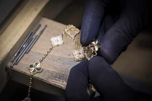 Van-Cleef-&Arpels-Alhambra-Guilloché-Collection-Workshop-02.jpg