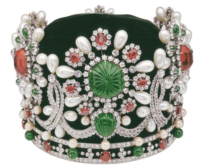 Van-Cleef-and-Arpels-Dubai-Treasures-and-Legends-Exhibition-Farah-Diba-Pahlavi-Tiara-1967.jpg