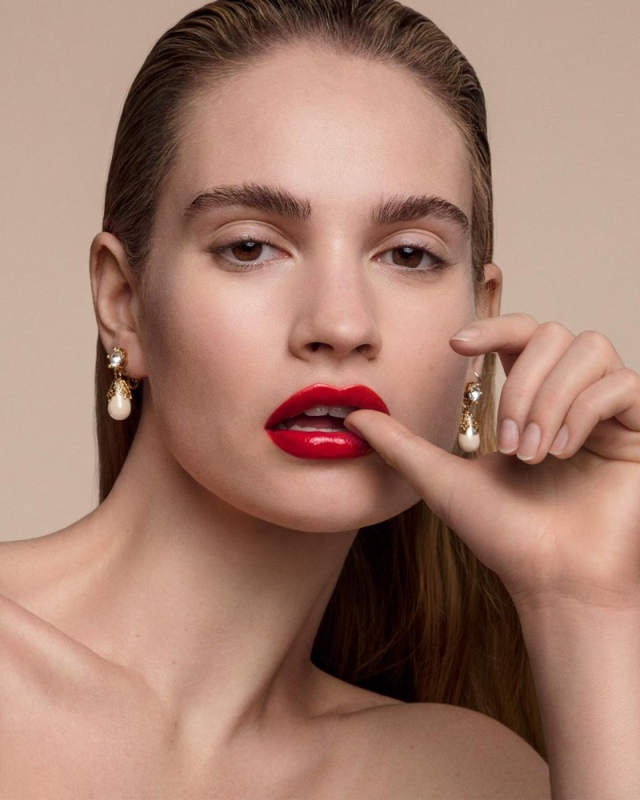Lily-James-for-Burberry-Kisses-Lip-Lacquer-01