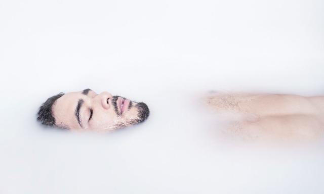 Snow-Bath-by-Rafa-Casares-02
