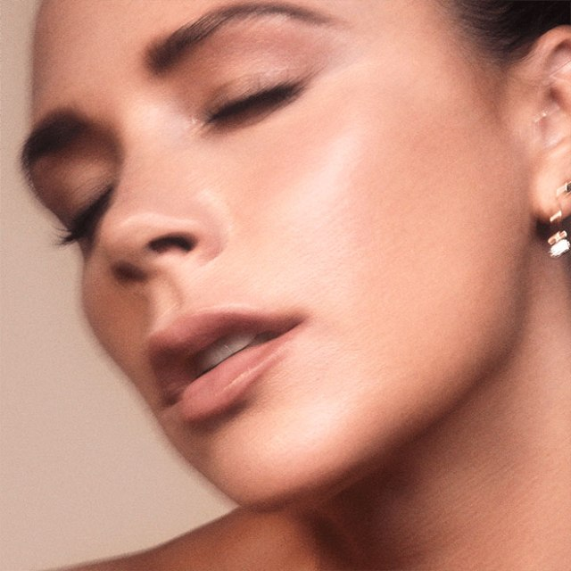 Victoria-Beckham-Cell-Rejuvenating-Priming-Moisturizer-01.jpg