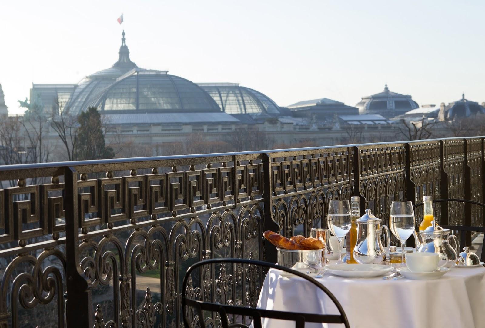 La-Reserve-Paris-Hotel-breakfast-Grand-Palais-view