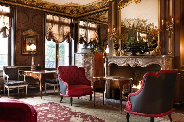 La-Reserve-Paris-Hotel-Reception-by-the-fire
