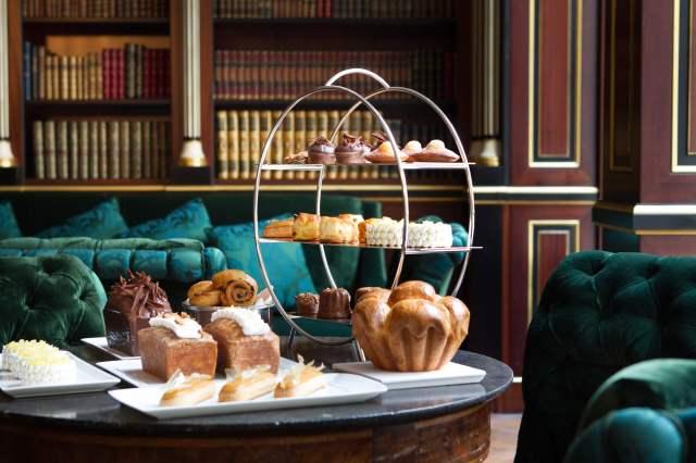 La-Reserve-Paris-Hotel-tea-time