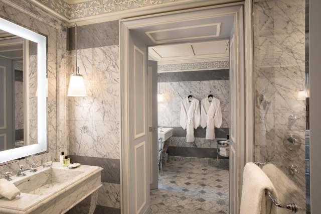 La-Reserve-Paris-Suite-Bathroom-3