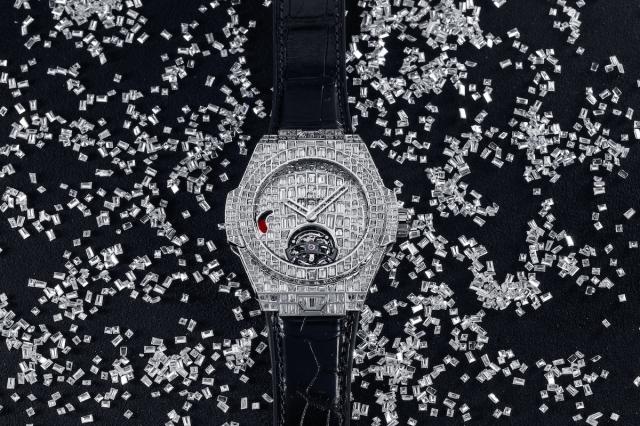 Hublot-Big-Bang-Tourbillon-Karmaloog-Croco-High-Jewellery-10