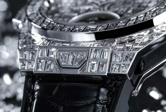Hublot-Big-Bang-Tourbillon-Karmaloog-Croco-High-Jewellery-12
