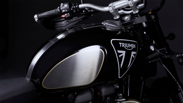 triumph-scrambler-1200-james-bond-limited-edition-003