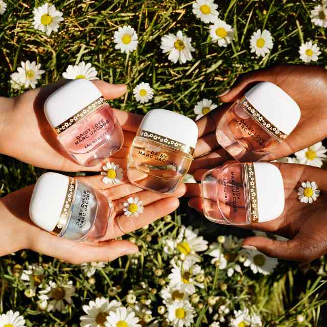 Marc-Jacobs-Daisy-Petals-Collection